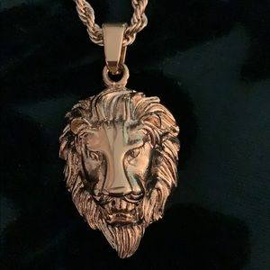 Other - NWT MAJESTIC LYON NECKLACE